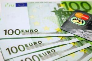 geld euro dollar 300x200 - Infos