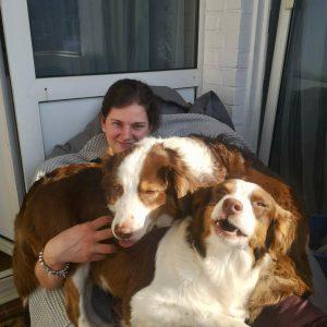 Maggy Polly Gruessen vom Balkon Bild 2 300x300 - Maggy & Polly Grüssen vom Balkon